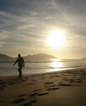 imagen playa caminando